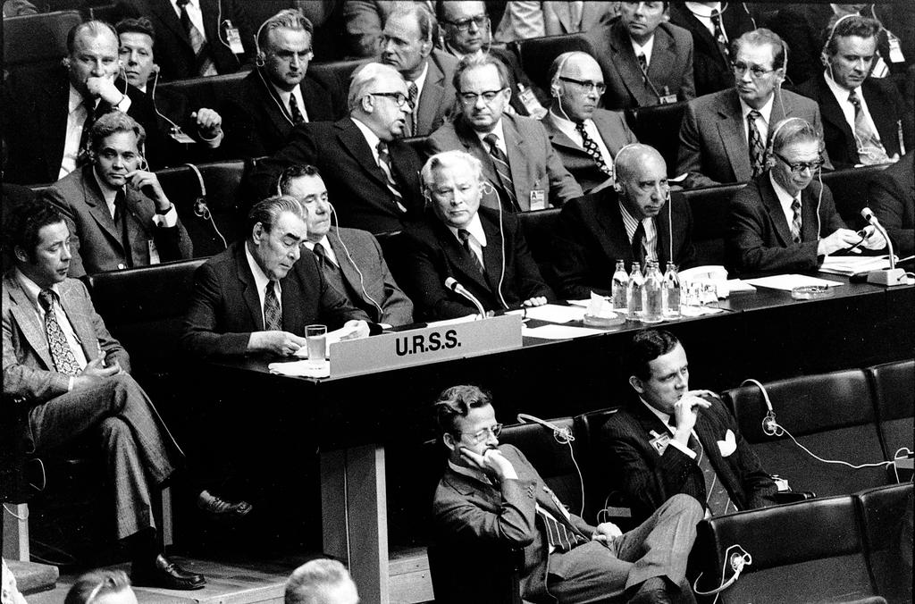 detente nuclear weapon and cuban missile What are the roles of nuclear weapons during the cold war  detente 1962–1975ish the cuban missile crisis brought a  the nuclear bomb is a weapon of war.
