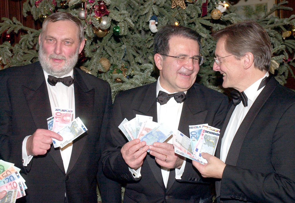 The first euro banknotes (Vienna, 31 December 2001)