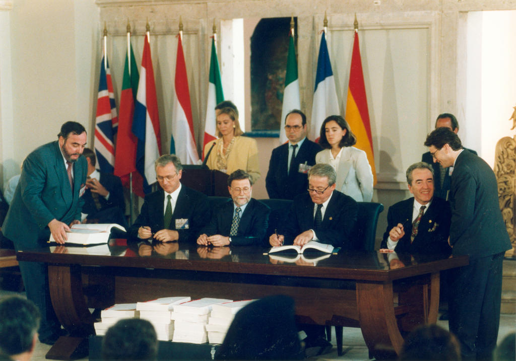 Signing of the Treaty of Accession to the European Union by Austria (Corfu, 24 June 1994)