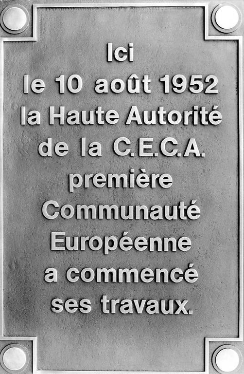 Plaque commemorating the date when the High Authority started its work (Luxembourg, 1986)