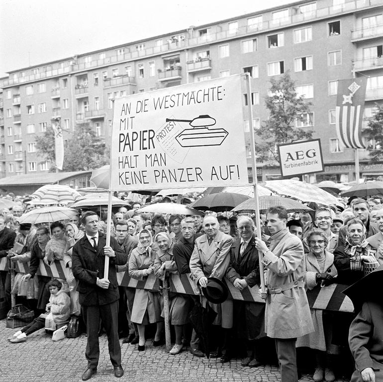 Demonstration against the construction of the Berlin Wall (16 August 1961)