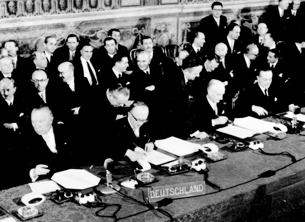 The German Delegation signs the Rome Treaties (Rome, 25 March 1957)