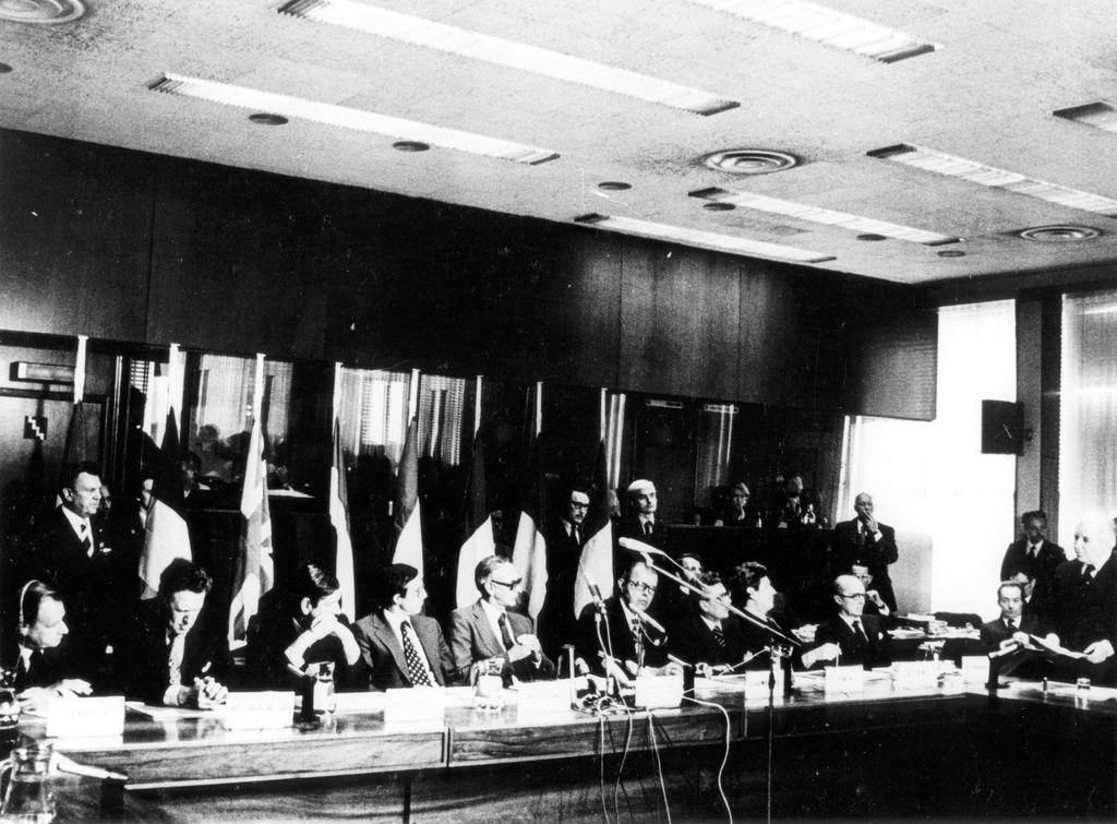 Adoption of the Act concerning the election of the representatives to the Assembly by direct universal suffrage (20 September 1976)