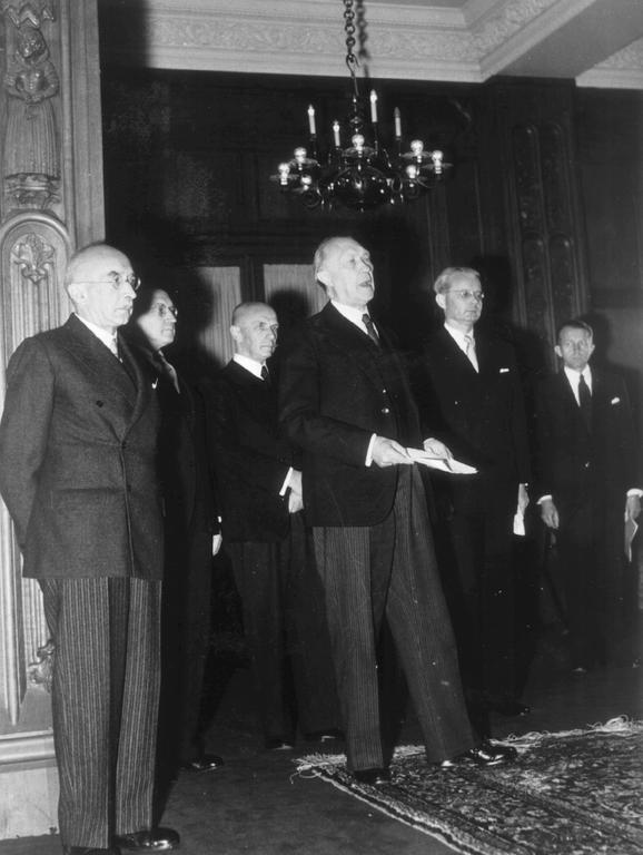 Presentation of Konrad Adenauer's first Cabinet (Bonn, 21 September 1949)