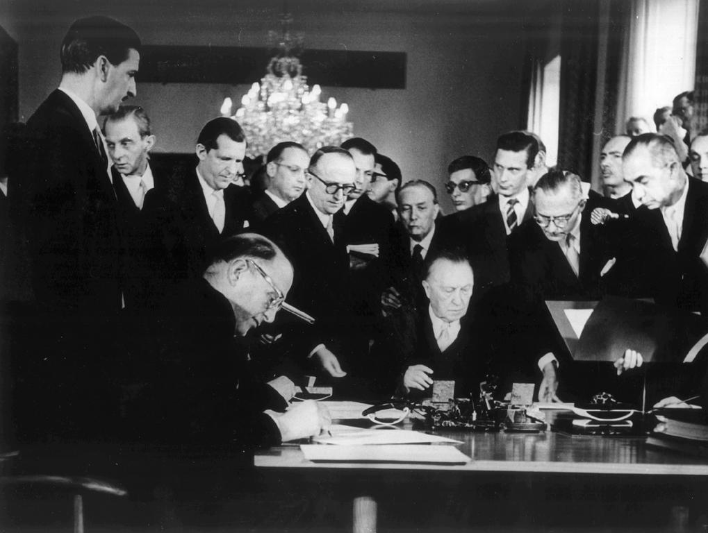 Signing of the ratification agreements (Bonn, 5 May 1955)