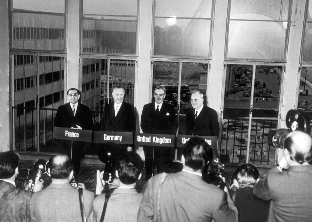 Press conference following the signing of the Paris Agreements (23 October 1954)