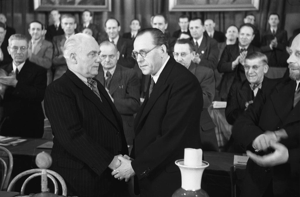 Wilhelm Pieck and Otto Grotewohl found the SED (Berlin, 21 and 22 April 1946)