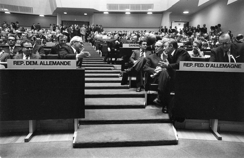 Closing sitting of the third stage of the CSCE (Helsinki, 1 August 1975)