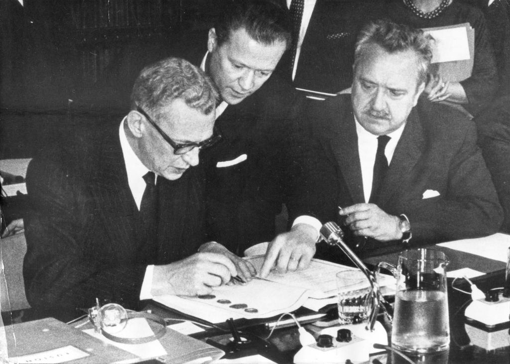 Signing of the Merger Treaty by France (Brussels, 8 April 1965)