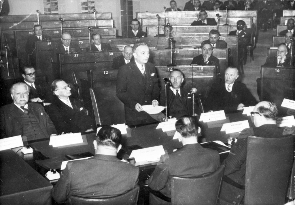 Handing over of the draft European Political Community Treaty to the Special Council of Ministers (9 March 1953)