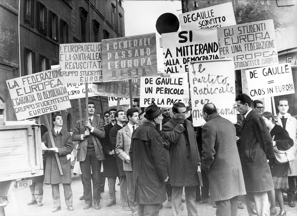 Anti-Gaullist demonstration (Rome, 1965)