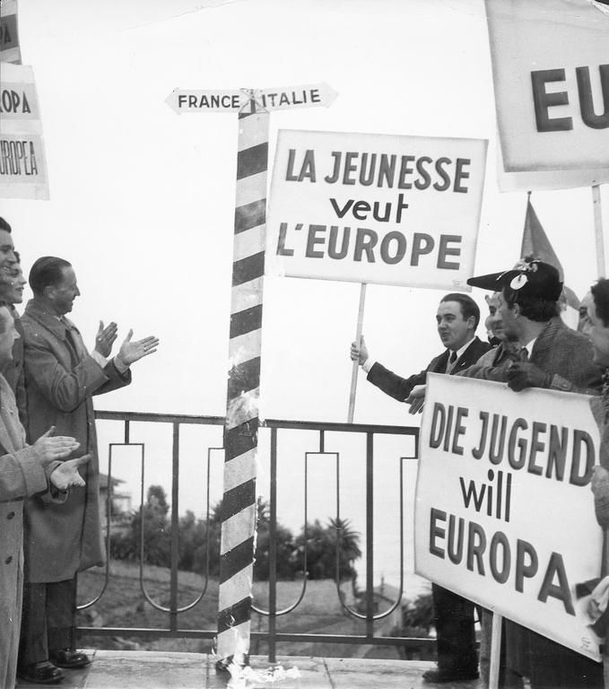 Demonstration in support of Europe (29 December 1952)