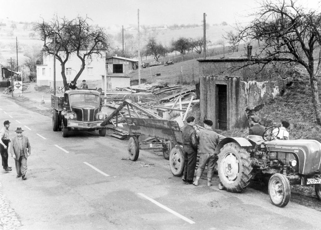 Destruction of a border post between the Saar and Germany (1960)