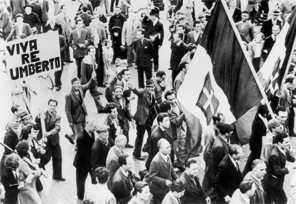 Demonstration in favour of the monarchy in Italy (2 June 1946)