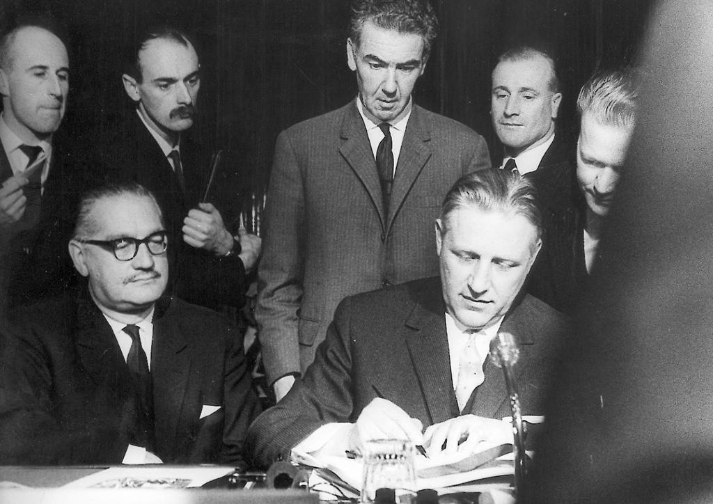 Signing of the Merger Treaty by Luxembourg (Brussels, 8 April 1965)