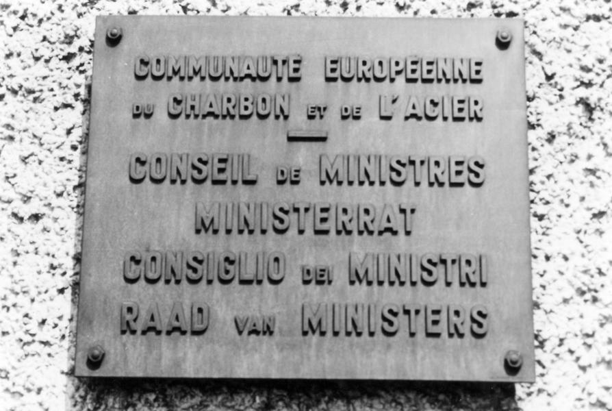 Plaque at the entrance to the ECSC Council of Ministers building (Verlorenkost, Luxembourg, 16 June 1963)