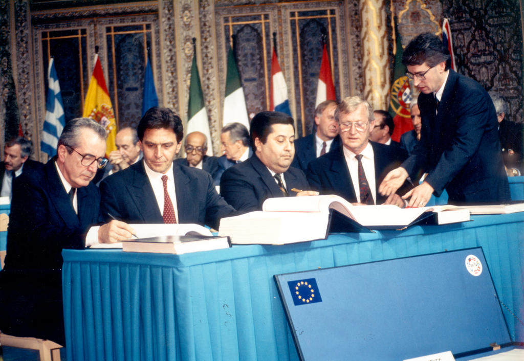 Signature de l'Accord EEE (Porto, 2 mai 1992)