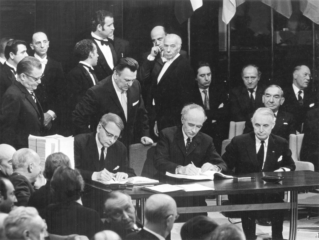 The signing of Norway's Accession Treaty to the European Communities (Brussels, 22 January 1972)