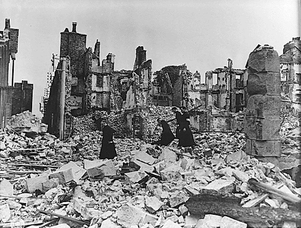 Destructions en France (Coutances, 1944)