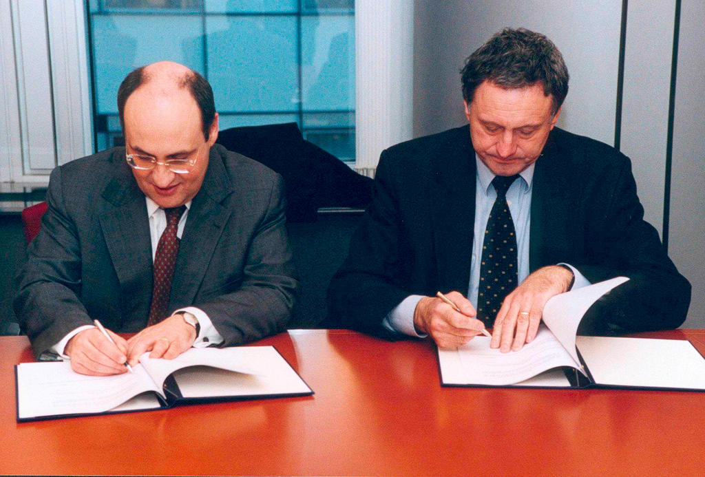 Signing of the cooperation agreement between the European Commission and Europol (18 February 2003)
