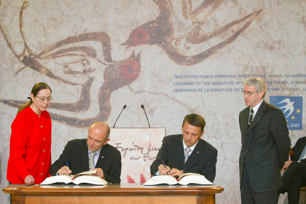 Signing of the Treaty of Accession of Slovenia to the European Union (Athens, 16 April 2003)