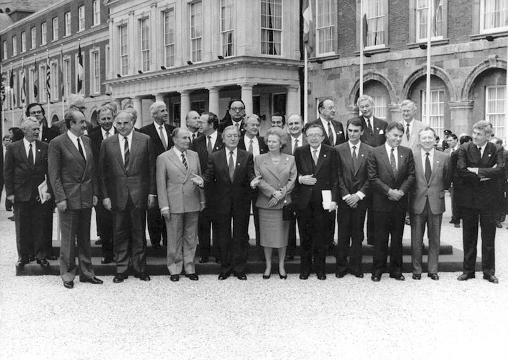 Group photo of the Dublin Special European Council (Dublin, 28 April 1990)