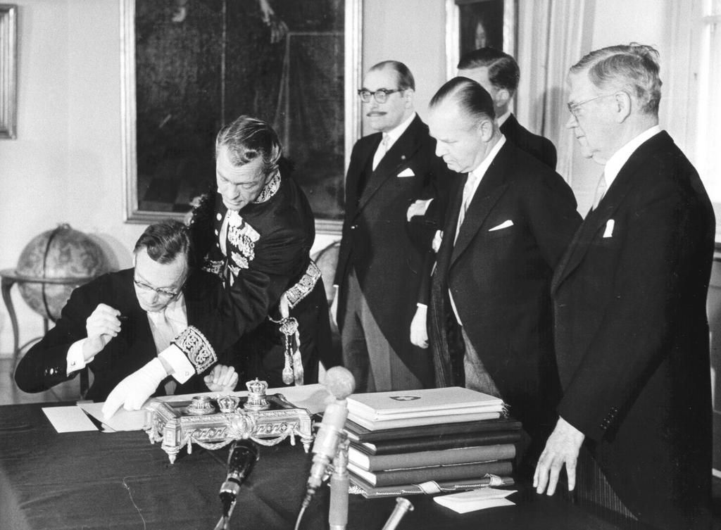 The signing of the EFTA Convention by Switzerland (Stockholm, 4 January 1960)