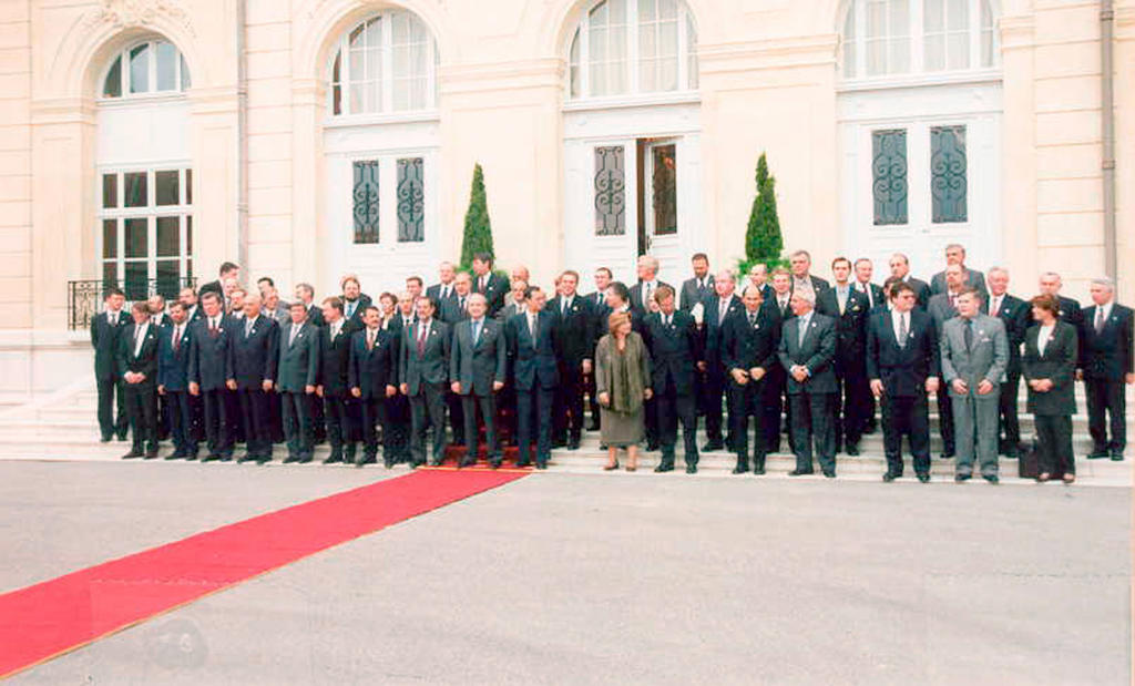 Group photo of the WEU Council of Ministers in Marseille (13 November 2000)