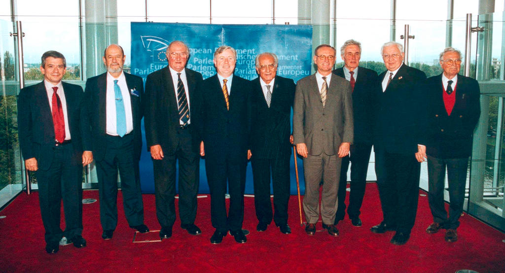 Group photograph of the Presidents of the European Parliament (25 September 2002)