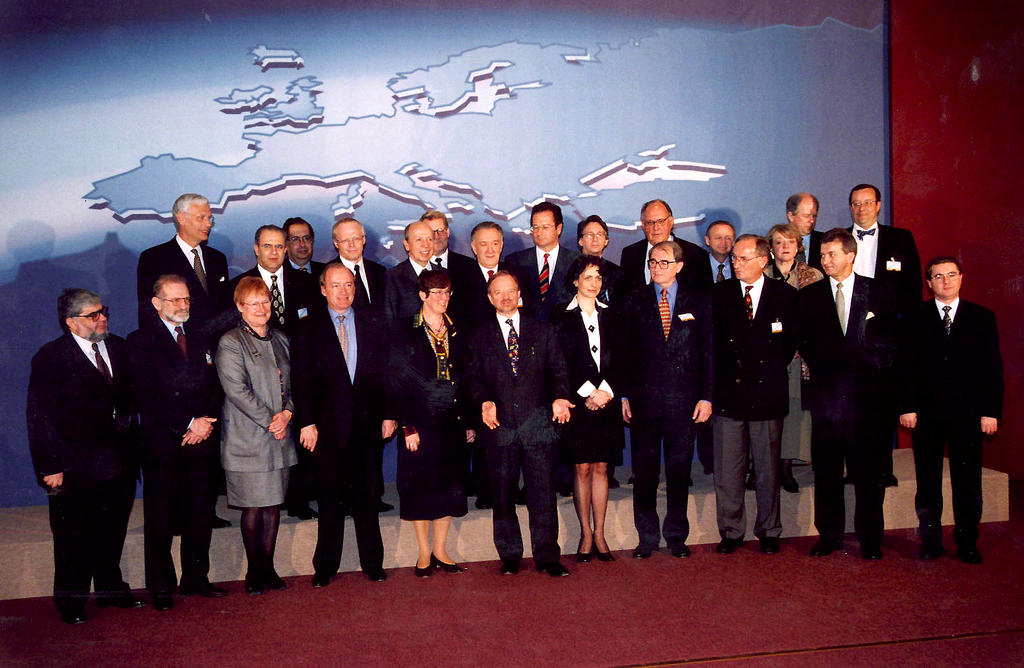 Beginning of the accession process of the first wave of applicant countries (Brussels, 30 March 1998)