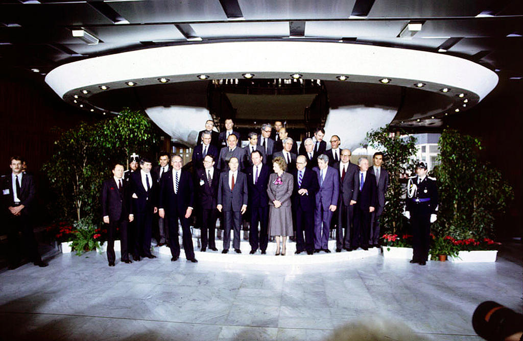 Group photo of the Luxembourg European Council (Luxembourg, 2 and 3 December 1985)