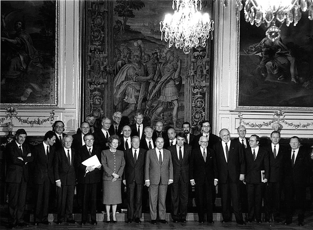 Group photo of the Strasbourg European Council (8 and 9 December 1989)