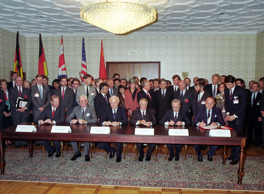 Signing of the 'Two Plus Four' Treaty (Moscow, 12 September 1990)