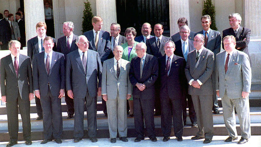 Group photo taken at the meeting of the European Council on Corfu (25 June 1994)
