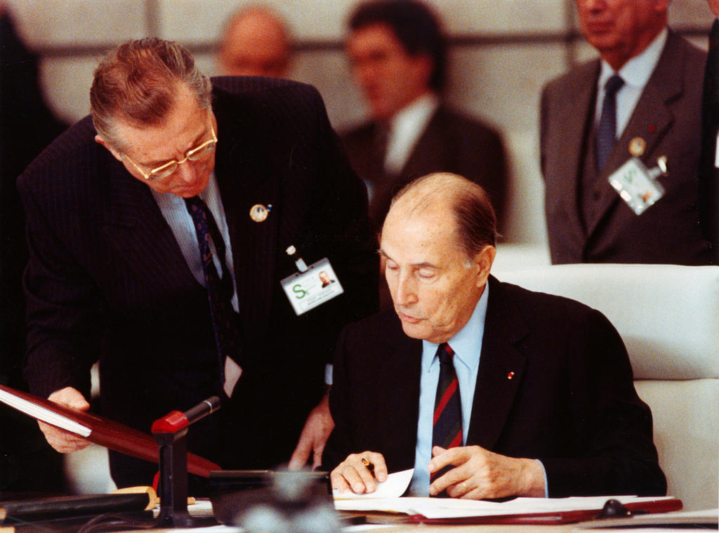 François Mitterrand signing the Treaty on Conventional Armed Forces in Europe (Paris, 19 November 1990)