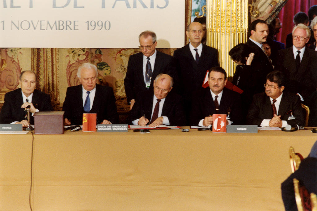 Mikhail Gorbachev signing the Treaty on Conventional Armed Forces in Europe (Paris, 19 November 1990)