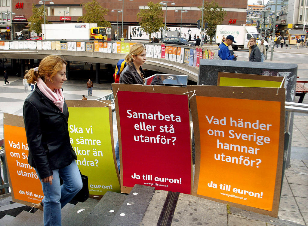 Campaign in favour of Sweden's accession to the euro (Stockhom, 1 September 2003)