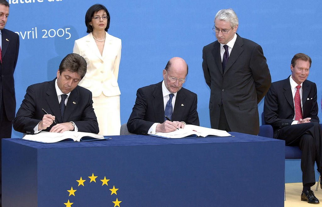 Bulgaria signs the Treaty of Accession to the European Union (Luxembourg, 25 April 2005)