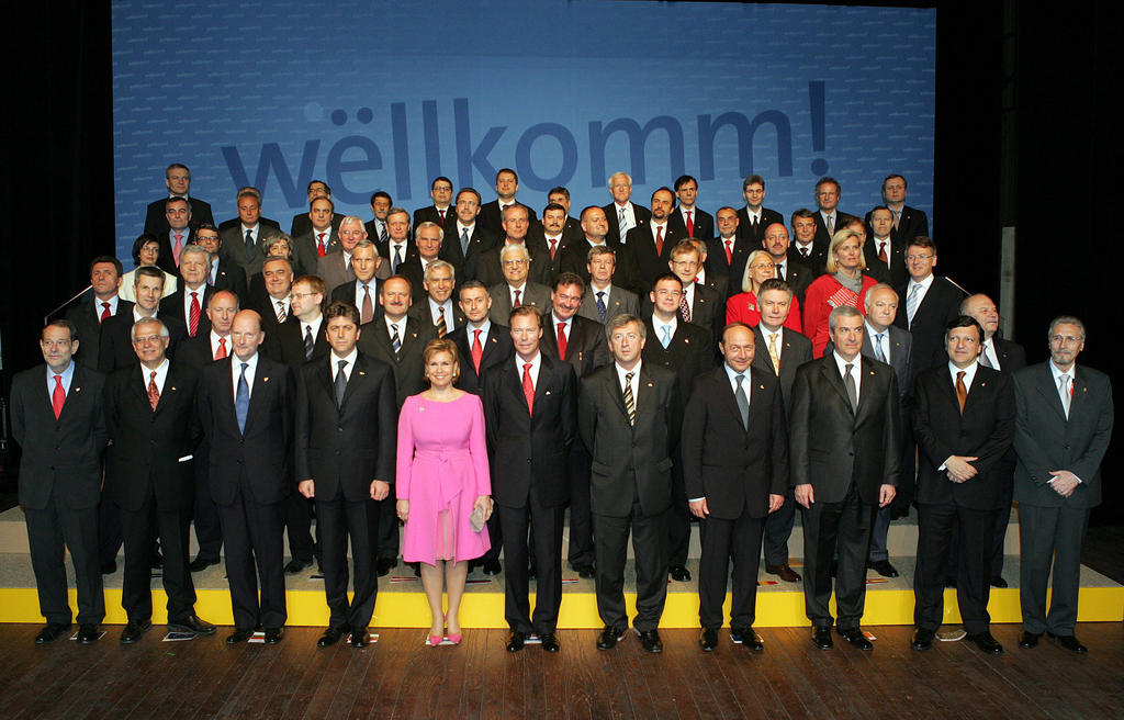 Group photo taken at the signing of the Treaty of Accession of Bulgaria and Romania (Luxembourg, 25 April 2005)