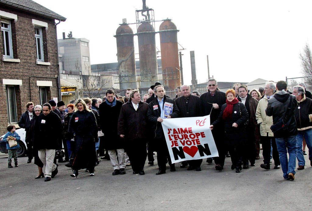 Demonstration by the Communist Party calling for a 'No' vote in the referendum on the European Constitution (Noyelles-Godault, 12 March 2005)