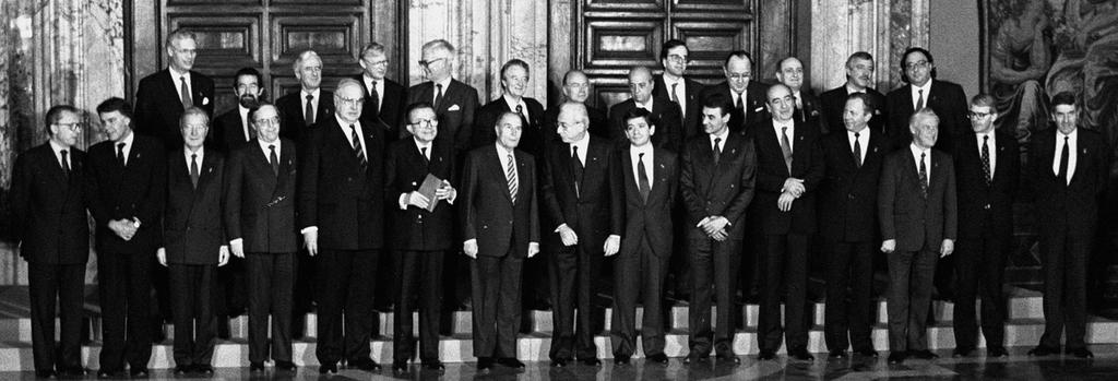 Group photo at the Intergovernmental Conference (Rome, 14 and 15 December 1990)