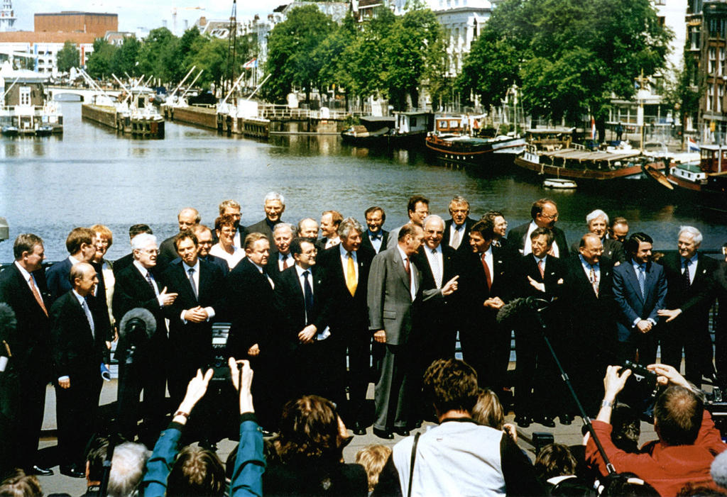 Group photo taken at the Amsterdam European Council (16 June 1997)