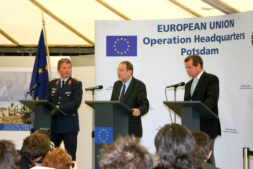 Press conference at the EUFOR RD Congo Operation Headquarters (Potsdam, 7 June 2006)