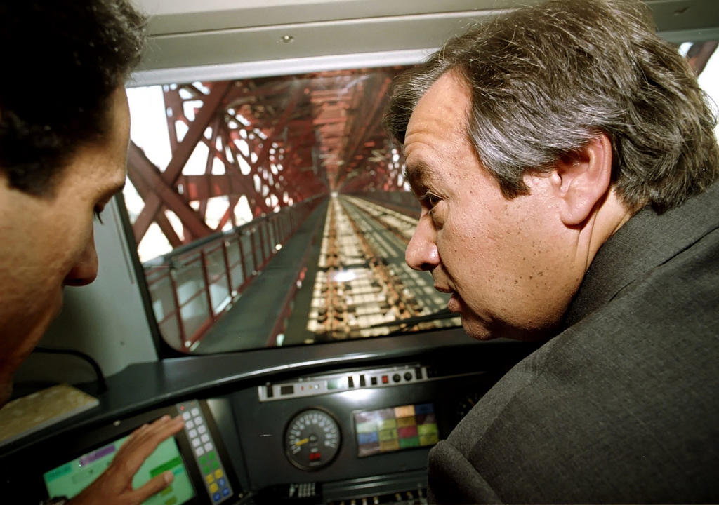 António Guterres at the official opening of the rail link on the 25 de Abril Bridge (Almada, 29 July 1999)