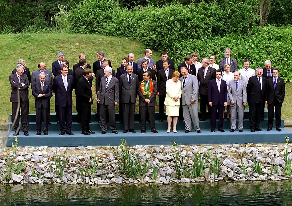 Group photo of the Santa Maria da Feira European Council (19 June 2000)