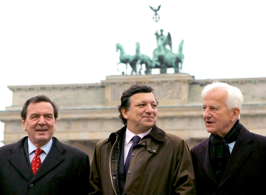 Gerhard Schröder, José Manuel Durão Barroso and Richard von Weizsäcker (Berlin, 26 November 2004)