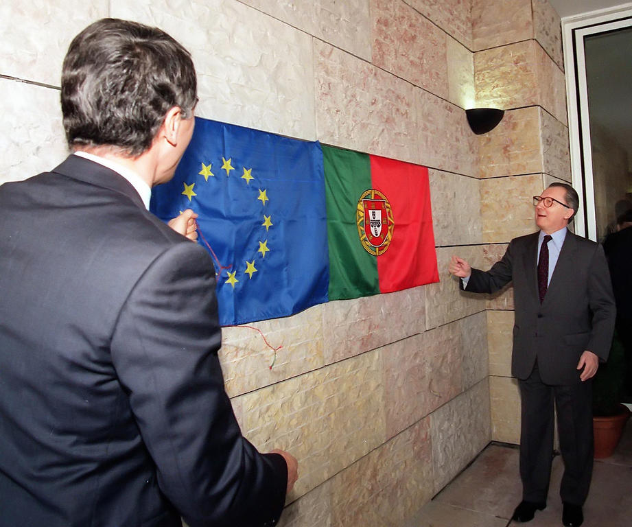 Aníbal Cavaco Silva and Jacques Delors at the inauguration of the Jacques Delors Centre (Lisbon, 27 March 1995)