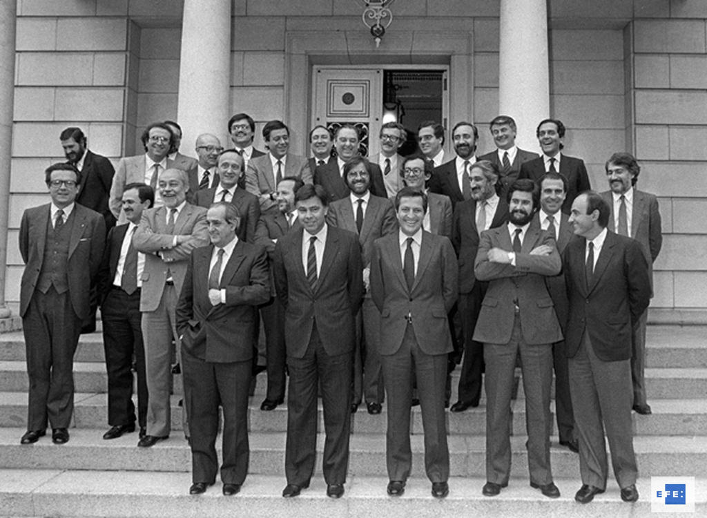 Group photo taken at the closing session of the negotiations for Spain's accession to the European Communities (Madrid, 29 March 1985)