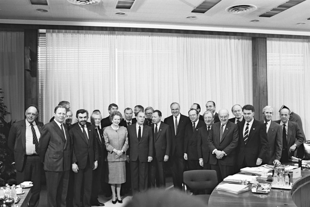 Group photo taken at the Brussels European Council (11 February 1988)