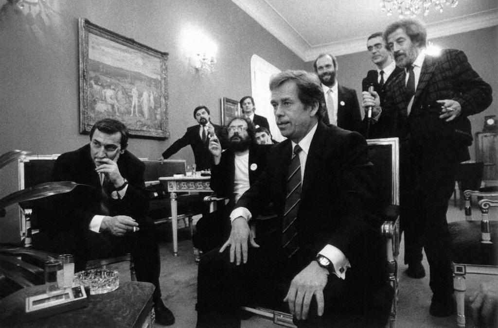 Václav Havel watching the results of the presidential elections (29 December 1989)